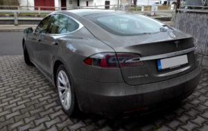 Tesla model S, zadek
