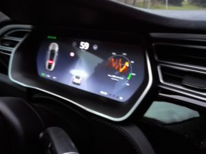 Tesla model S, tachometr