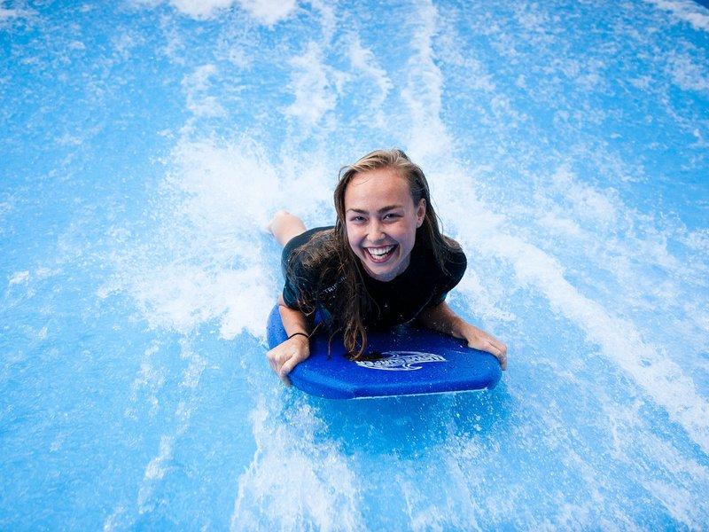 Surfování v Praze, Surf aréna