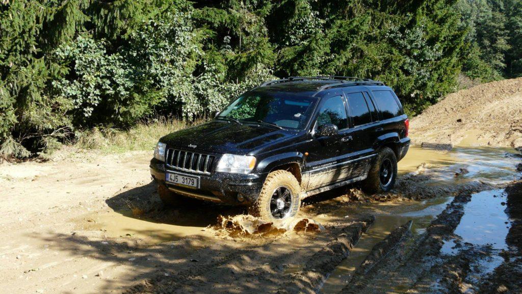 jízda v bahně s Jeep Grand Cherokee WG