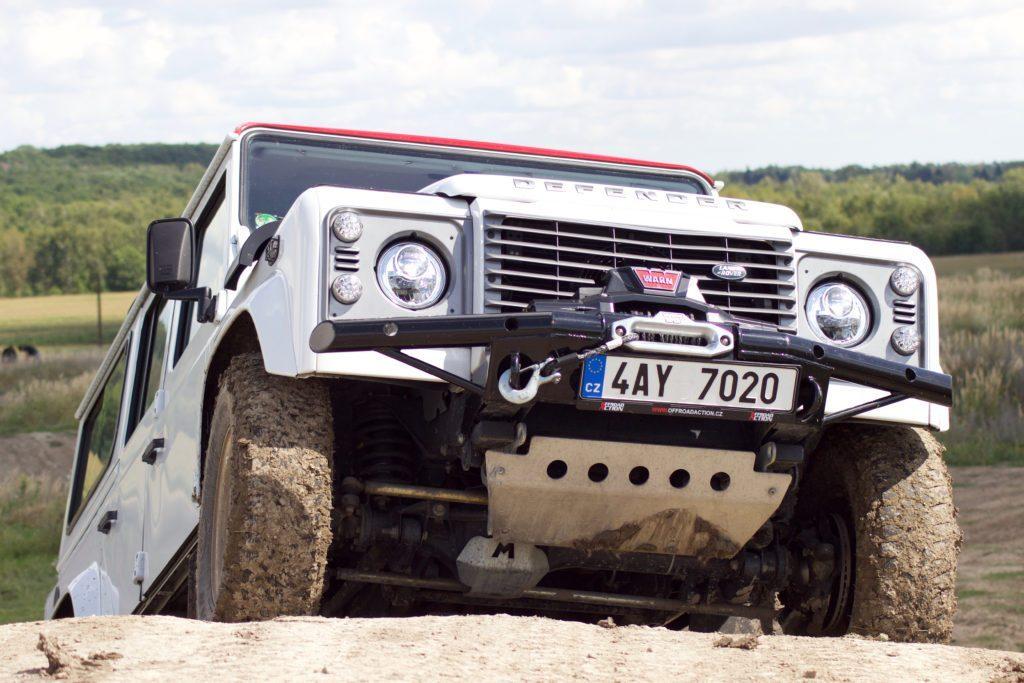Výjezd kopce s Land Rover Defender, darujte zážitkovou jízdu