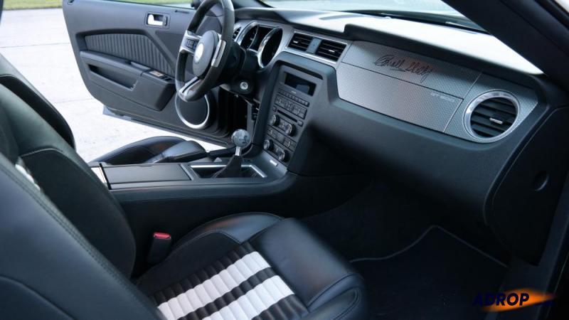 Pohled do interiéru Fordu Mustang