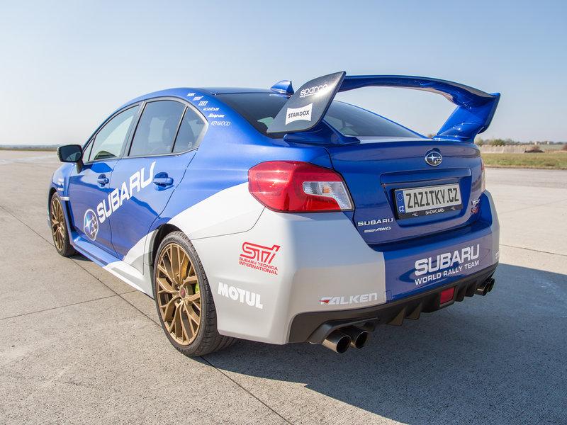 Subaru Impreza připravený k jízdě na okruhu