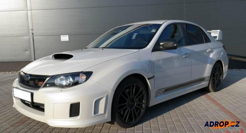 Jízda v bílém Subaru Impreza WRX STI