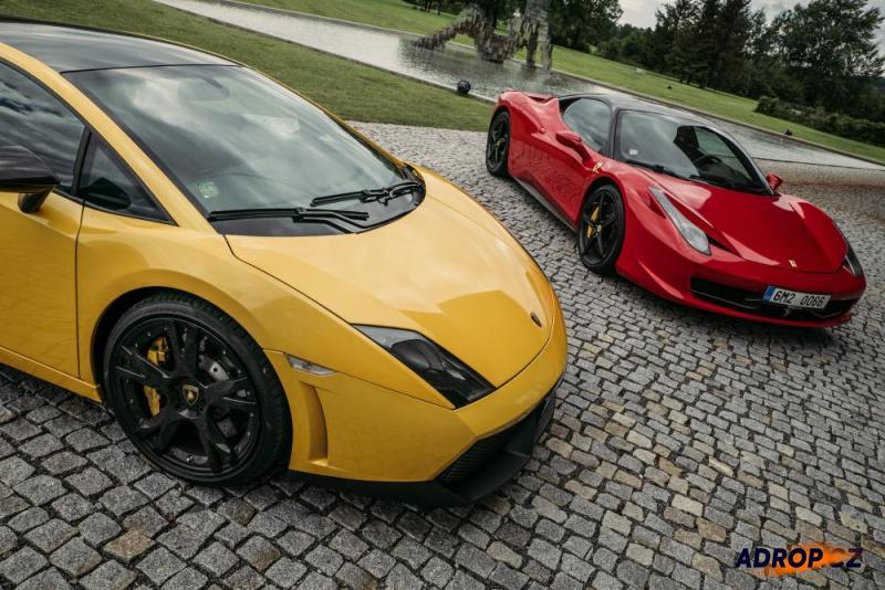 Lamborghini Galardo a Ferrari 458 Italia připravené k jízdě