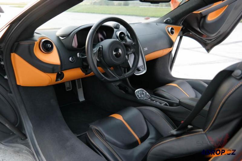 Náhled do interiéru McLarenu 570S