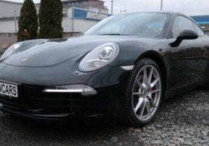 Černé Porsche 911 Carrera