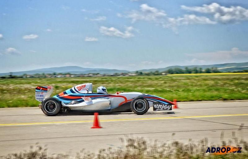 Jízda na letištním okruhu ve Formuli Renault v Tchořovicích