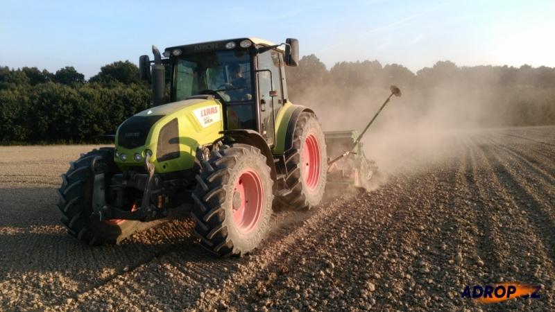 Traktoristou na zkoušku, jízda s traktorem na poli