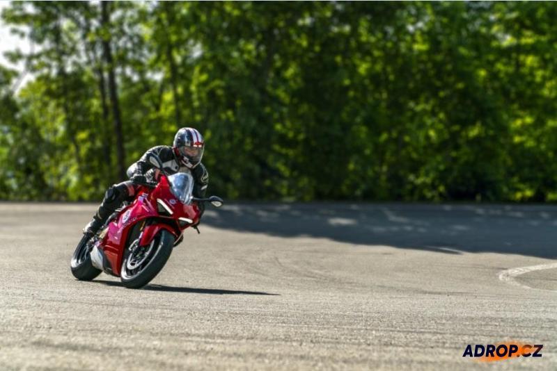 Jízda na Ducati Panigale v4
