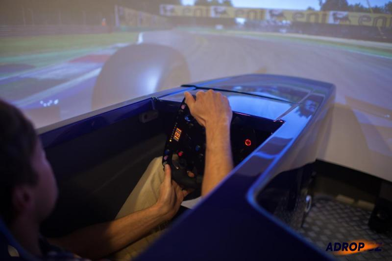 simulátor formule - kokpit formule Red Bull