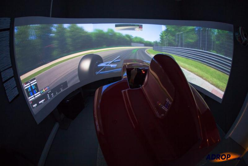 simulátor formule - kokpit Ferrari