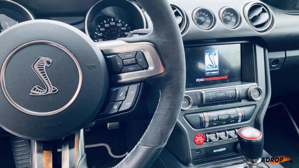 Interiér Fordu Mustang GT350