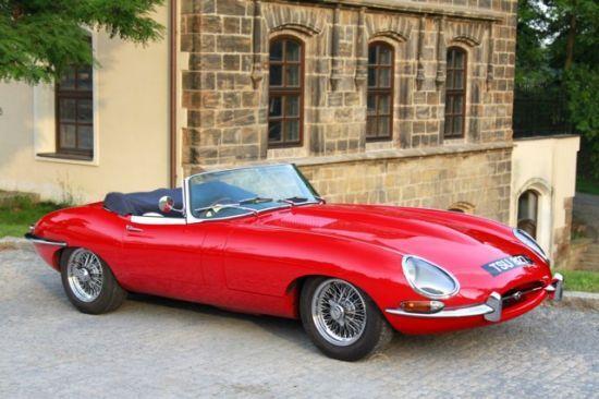 Červený Jaguar E-type - zážitková jízda v Jaguar E-type