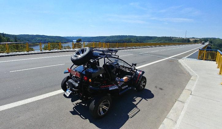 Zážitková jízda v silniční buggy Praha