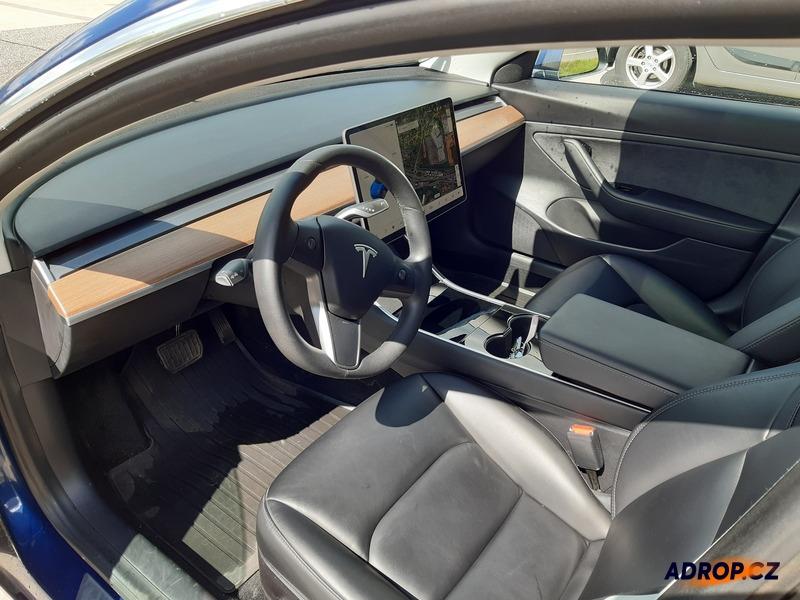 Interiér Tesla model 3
