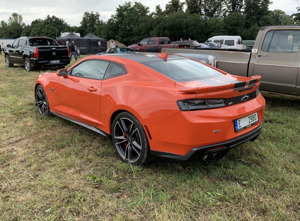Oranžové Chevrolet Camaro Hot Wheels zadek